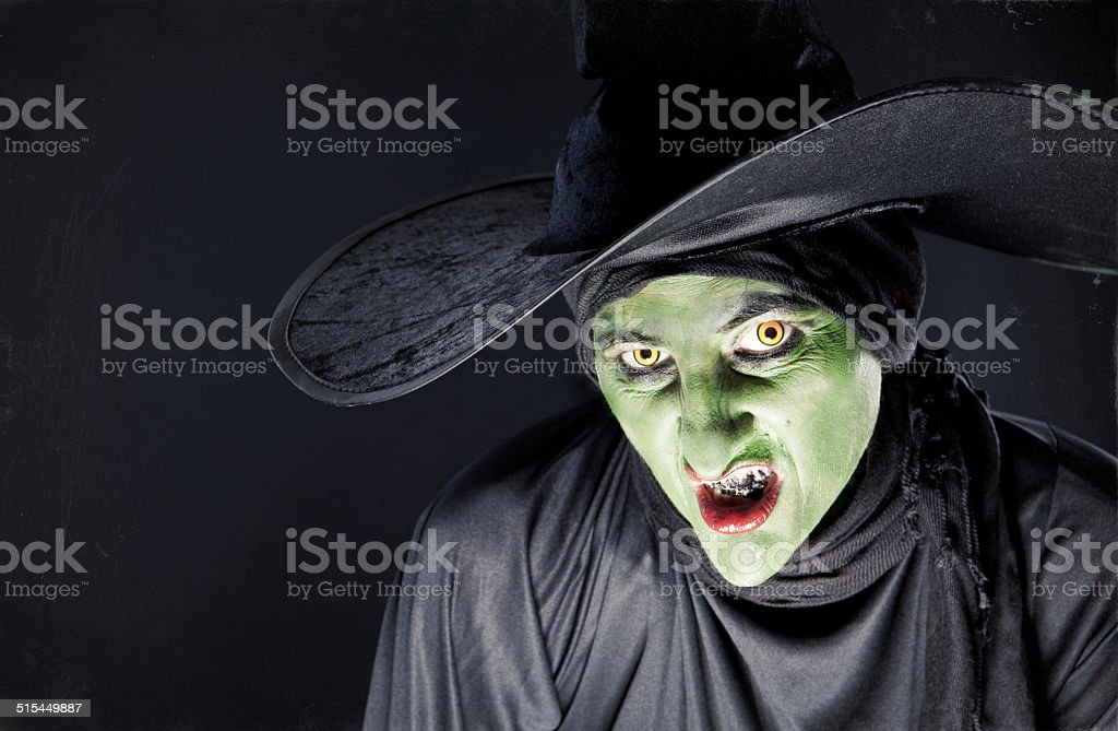 Sonrisa sarcástica bruja - foto de stock