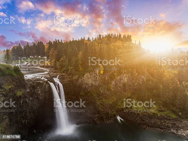 Photo of Snoqualmie Falls in fall
