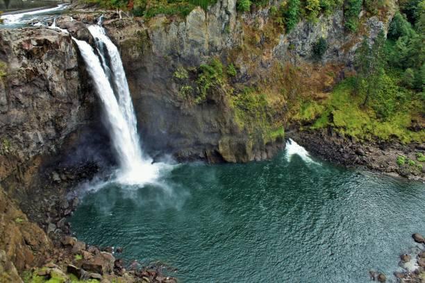 snoqualmie falls waterfall in washington state. - snoqualmie foto e immagini stock