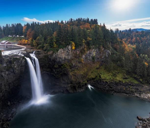 snoqualmie falls,elevated view - snoqualmie foto e immagini stock