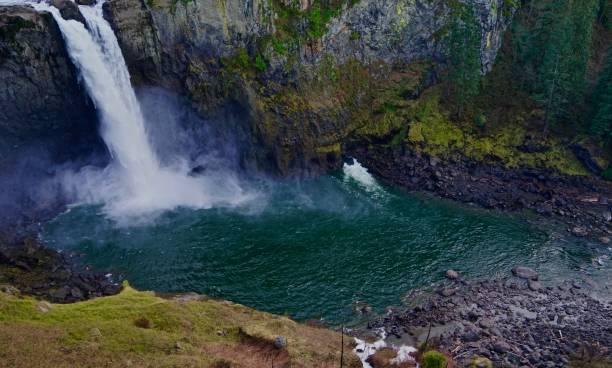 snoqualmie river emerald green - snoqualmie foto e immagini stock