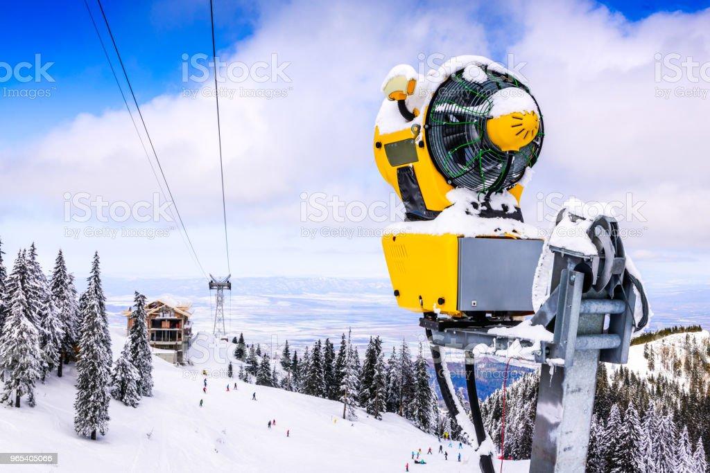 Schneekanone auf Skipiste, Poiana Brasov, Rumänien - Lizenzfrei Ausrüstung und Geräte Stock-Foto
