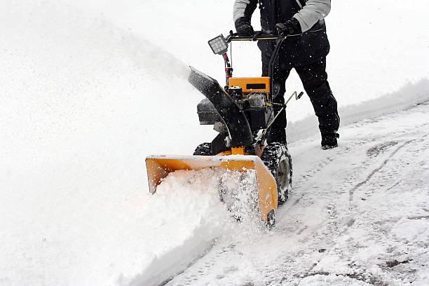 Snow clearing picture id536272583?b=1&k=6&m=536272583&s=612x612&w=0&h=vlnoyxbcwzxfbd1tjcht9he3t celbkmb1web lxoeg=
