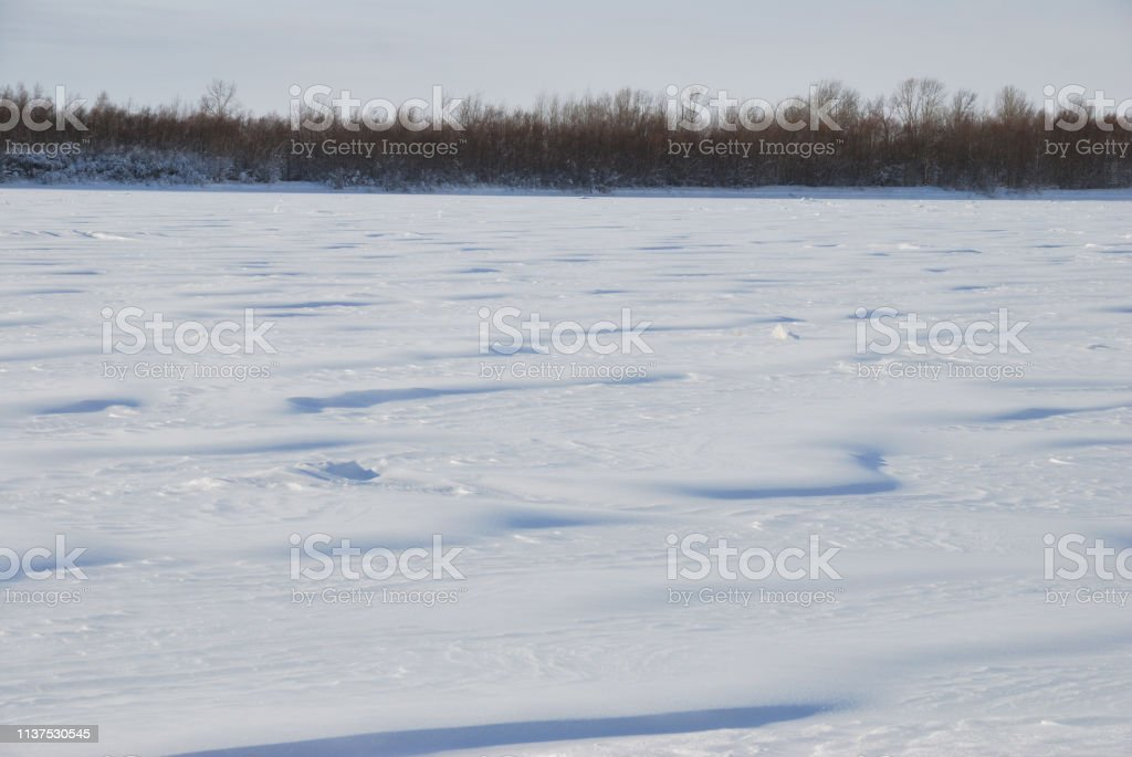 Snow cover on the bank of the Irtysh River, Omsk region, Siberia, Russia стоковое фото
