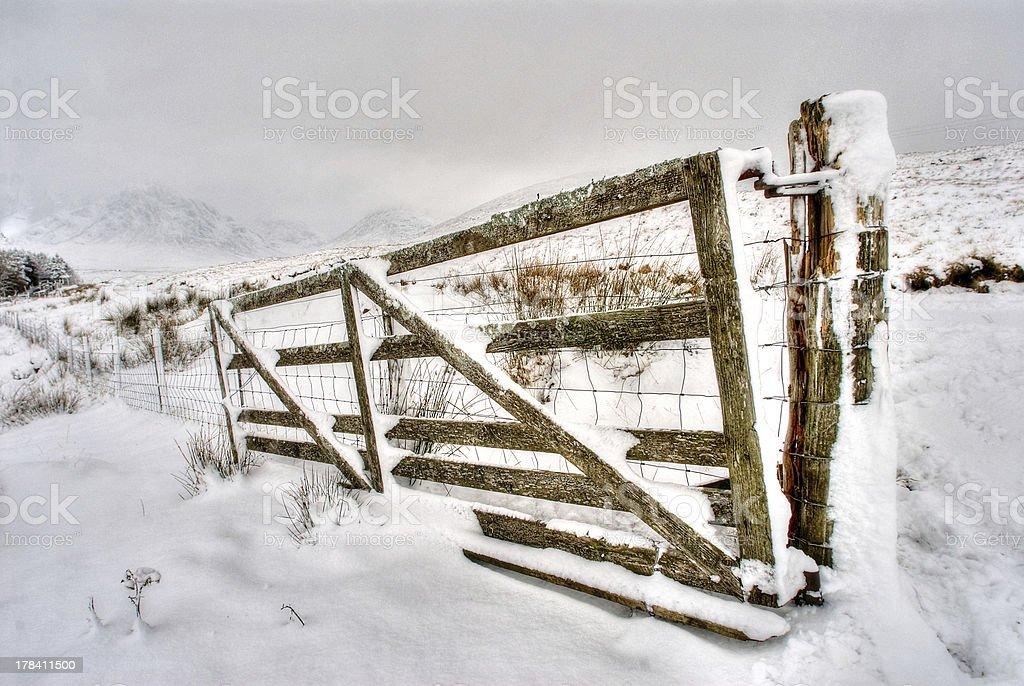 Schneebedeckte gate – Foto