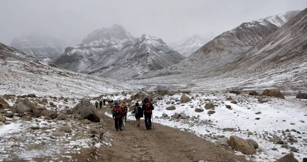 Snow covered landscape on the Darchen to Deraphuk leg of the journey around the Mount Kailash Snow covered landscape on the Darchen to Deraphuk leg of the journey around the Mount Kailash circumambulation stock pictures, royalty-free photos & images