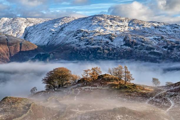Ein schneebedeckter Berg im englischen Lake District. – Foto