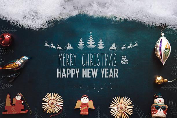 snow cropped tafel mit frohe weihnachten illustation und weihnachtsdekoration - foto collage geschenk stock-fotos und bilder