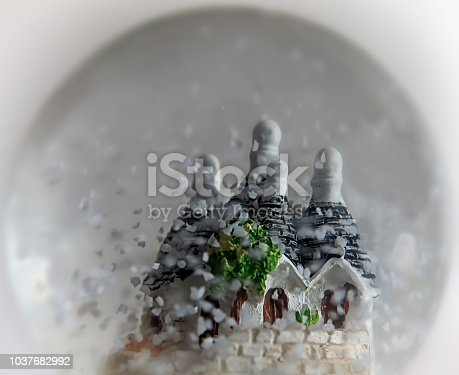 istock snow globe 1037682992