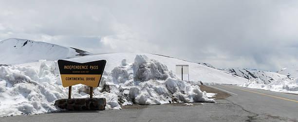 snow in independence pass - independence day stok fotoğraflar ve resimler