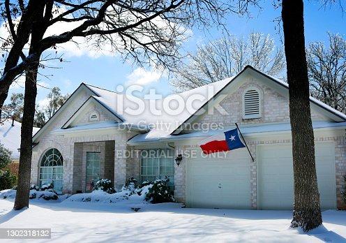 istock Snow in Texas 1302318132