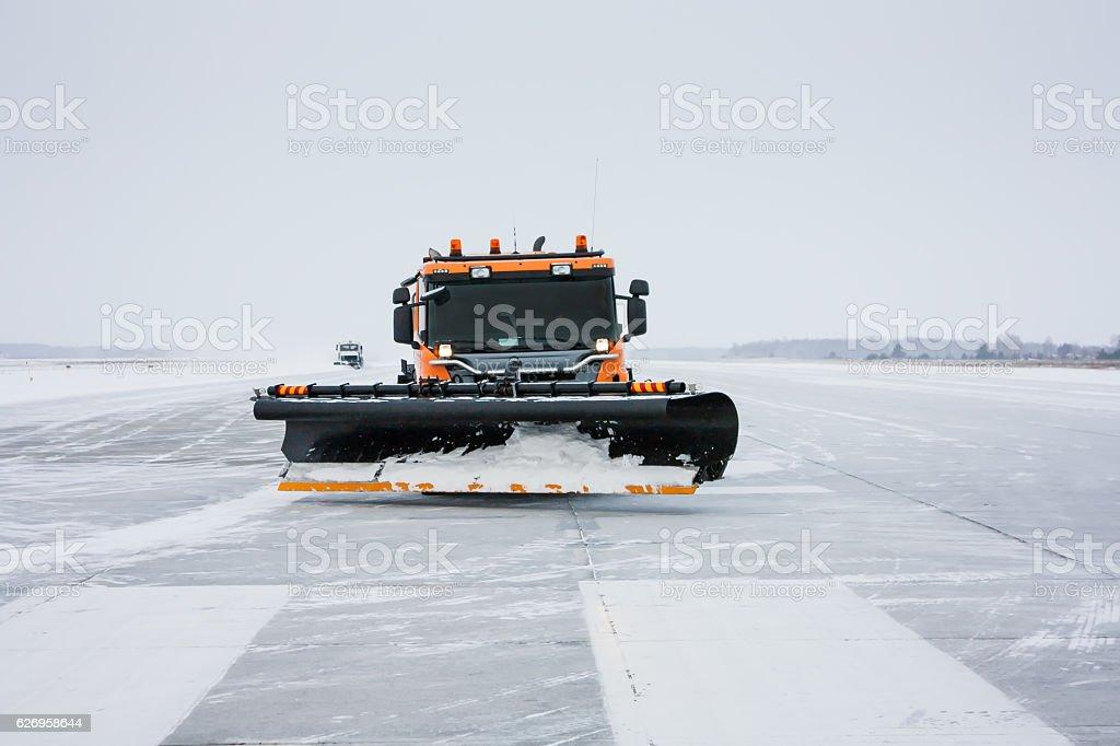 Snow machines on the winter runway стоковое фото