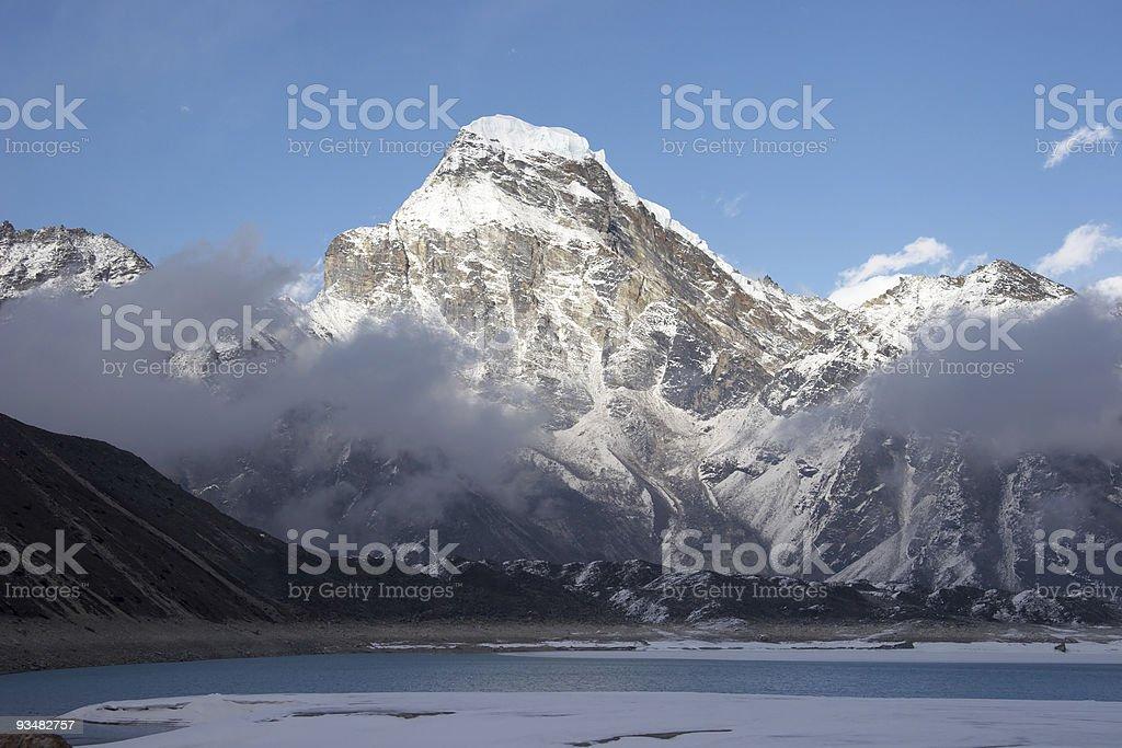 인공눈 산, 호수, Himalaya 저녁 - 로열티 프리 0명 스톡 사진