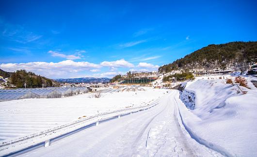 Schnee Auf Der Straße Stockfoto und mehr Bilder von Anhöhe