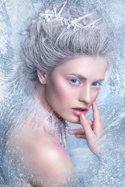 schneekönigin. fantasy girl portrait. winter-märchen-porträt. junge frau mit kreativen silber künstlerischen make-up. - promi schmuck stock-fotos und bilder