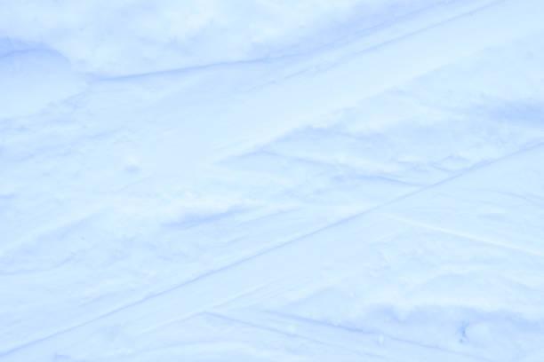 스노우 스키 배경 추적. 겨울 눈 덮인 질감입니다. 신선한 냉동 배경. 스톡 사진