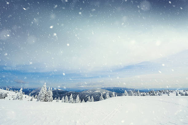Snow storm picture id614332492?b=1&k=6&m=614332492&s=612x612&w=0&h=klauctyys6 vmn5cjxyc2dzkkdbuzcg1vktegt0whqg=