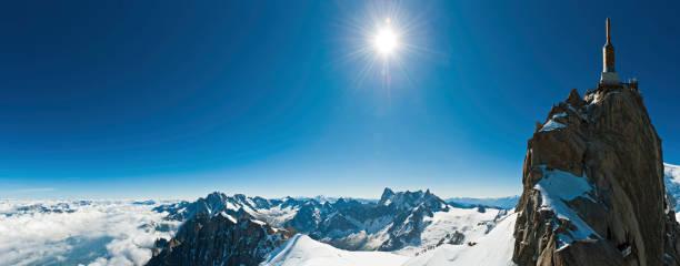 Snow summit sunburst Téléphérique de la station de montagne de panorama - Photo