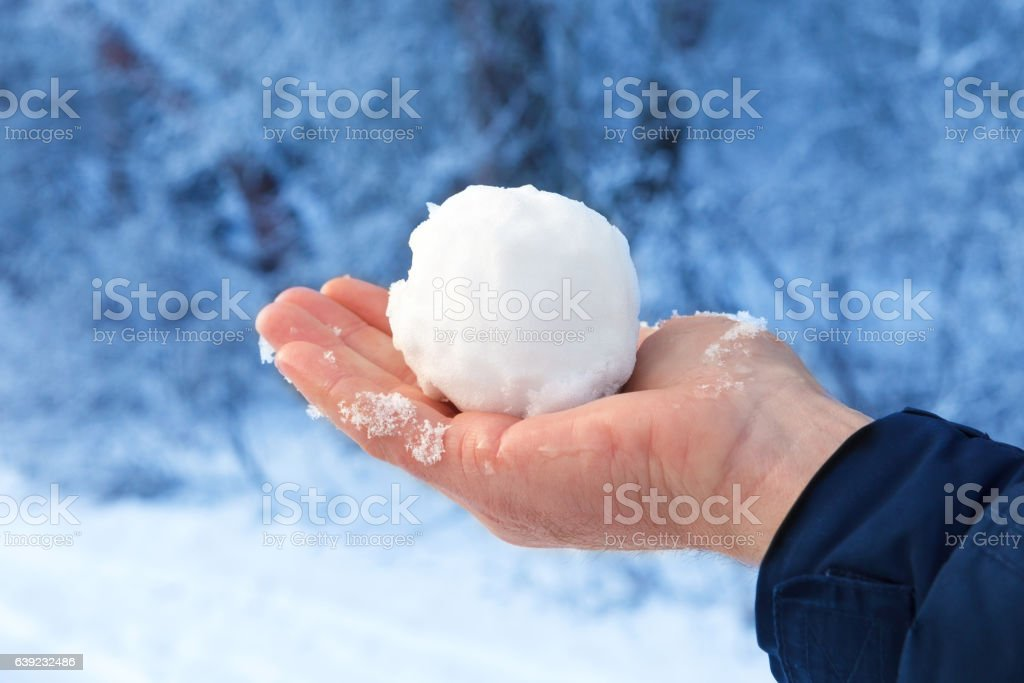 Snowball on the naked man's hand on a background of – Foto