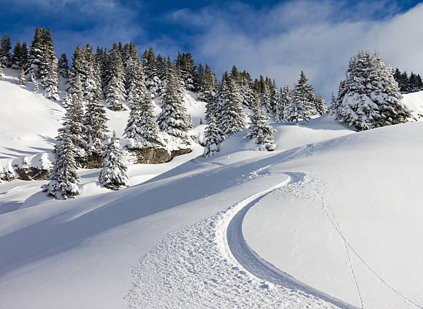 snowboard track - skipiste stockfoto's en -beelden