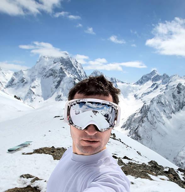 Snowboarder in Bergen des Kaukasus – Foto