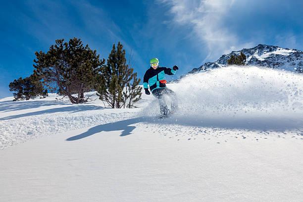 Snowboarder Hinunter bewegen – Foto