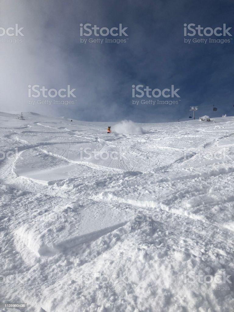 Extreme snowboarding on powder snow