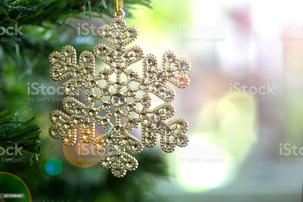 Snowflake on tree pine decoration for merry christmas and happy photo libre de droits