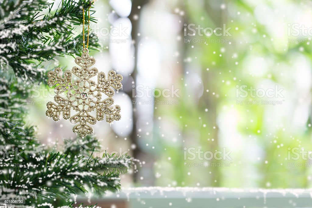 Snowflake on tree pine decoration for merry christmas and happy foto stock royalty-free