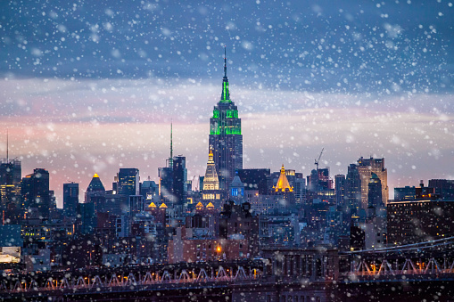 istock Snowing in New York 885125580