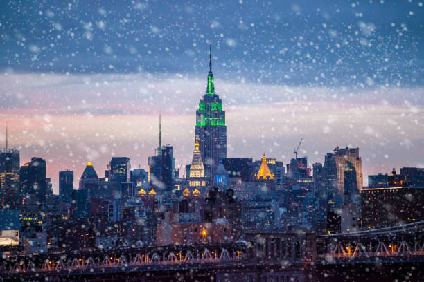 snowing in new york - new york city stock pictures, royalty-free photos & images