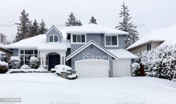 Snowing with residential pacific northwest home in background picture id1127402095?b=1&k=6&m=1127402095&s=612x612&h=sv4fysxayjtmrv1iwhsfnn2rugknzulduw6ikasbf3w=