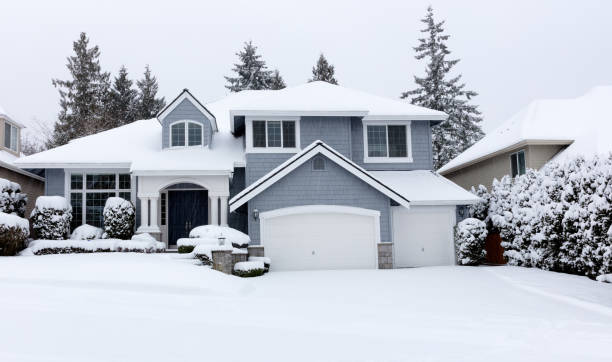 Snowing with residential pacific northwest home in background picture id1127402095?b=1&k=6&m=1127402095&s=612x612&w=0&h=ht5fndciarqnxcihwlf15xzxetnawmyb4nza2eelwgc=