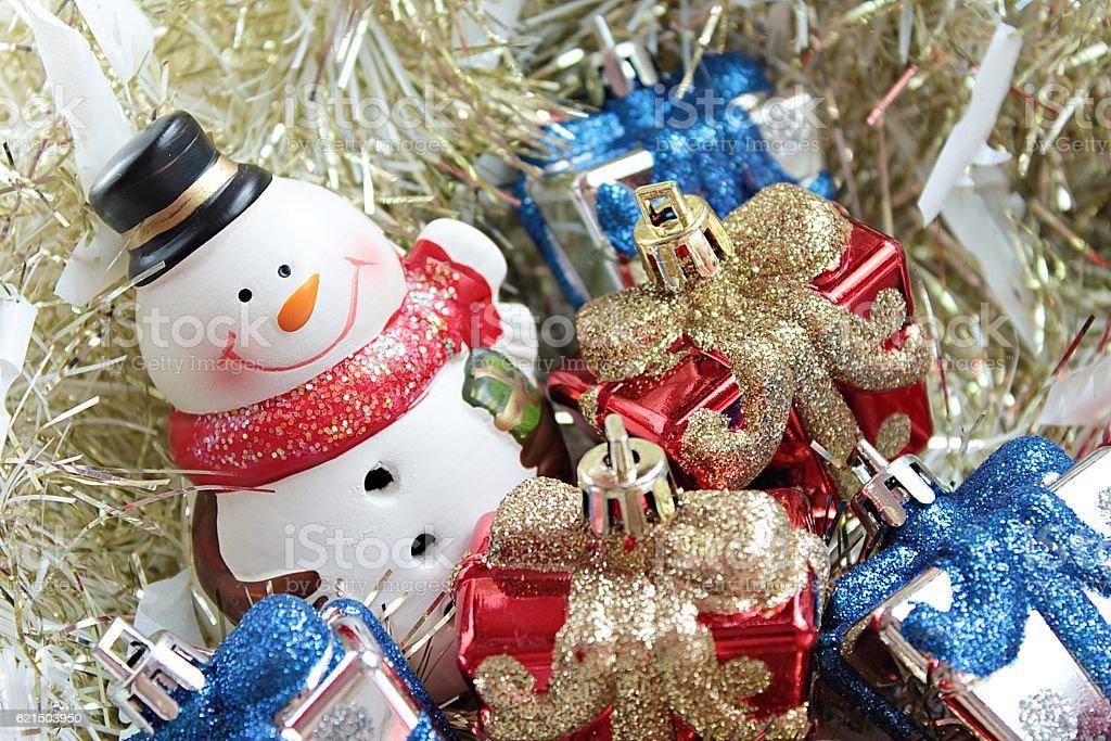 Snowman, christmas decorate on gold streamer background photo libre de droits