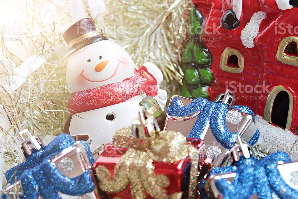 Snowman, christmas decorate on gold streamer background Lizenzfreies stock-foto