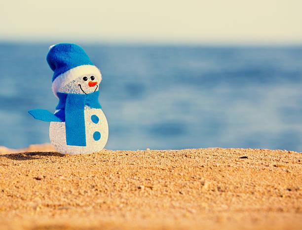Schneemann auf sand – Foto