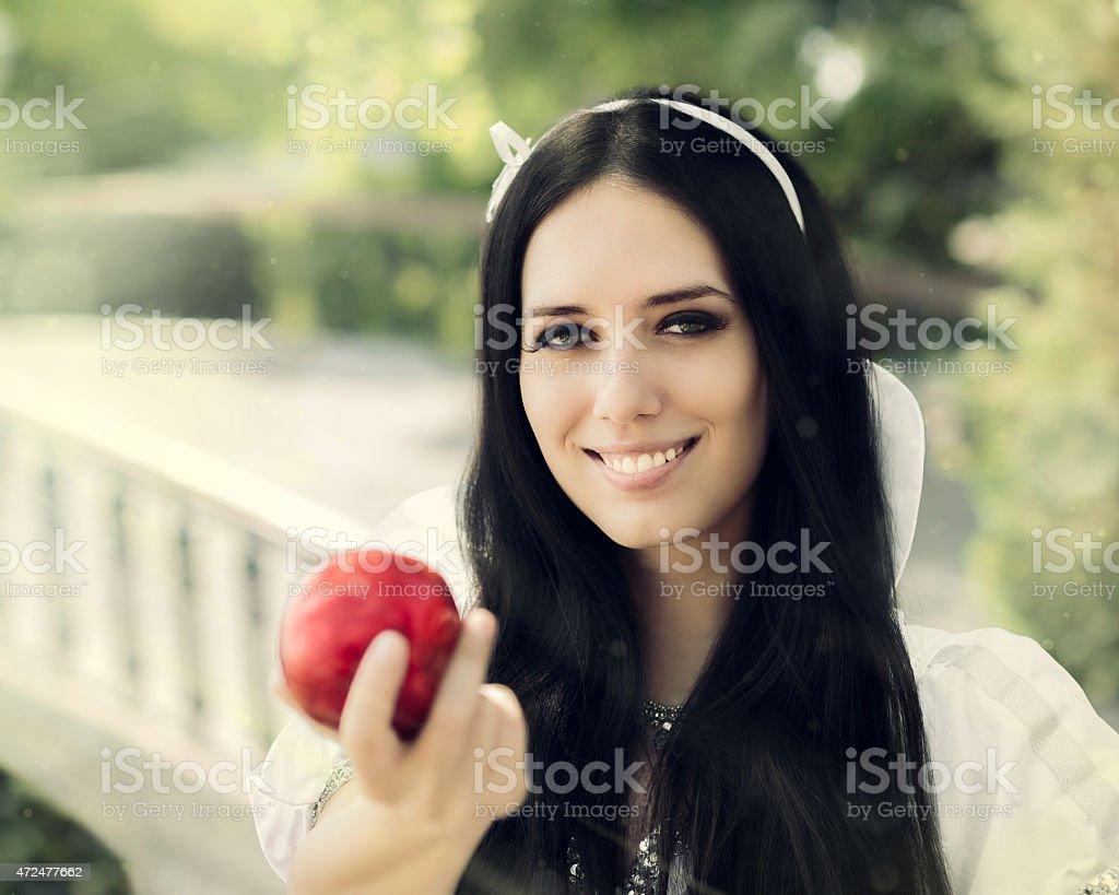 Neige blanche avec la célèbre pomme rouge - Photo