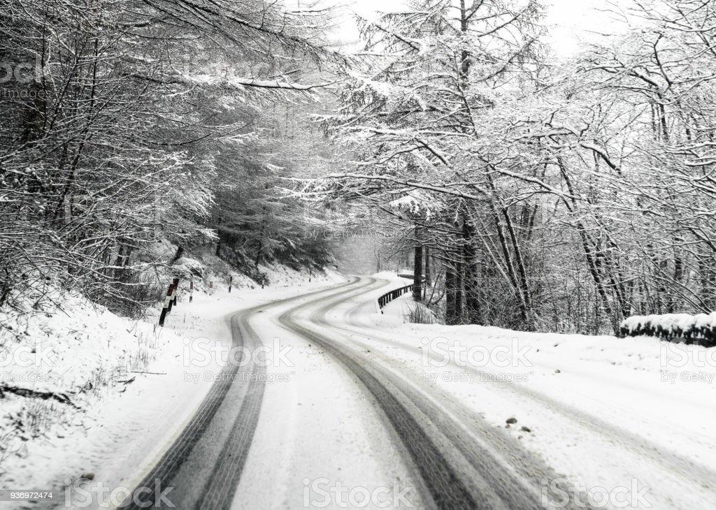 Verschneite Landstraße britische – Foto