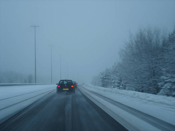 snowy highway - fsachs78 stockfoto's en -beelden