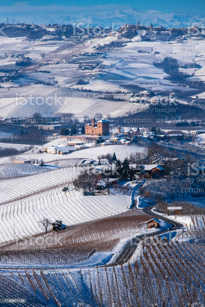 Snowy hilly landscape on the vineyards of the Langhe in the Unesco territory of Italy - foto stock