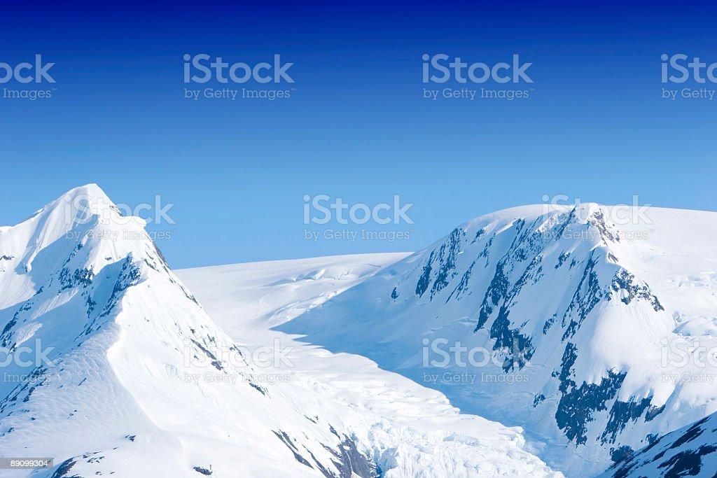 Nívea picos de las montañas foto de stock libre de derechos