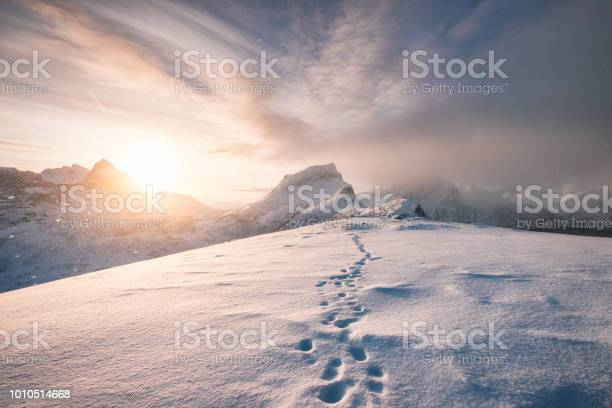 Snowy mountain ridge with footprint in blizzard picture id1010514668?b=1&k=6&m=1010514668&s=612x612&h=uv4z8b2a08brze8eibrd6rk5pfb 3cuzrhtzsoikalw=