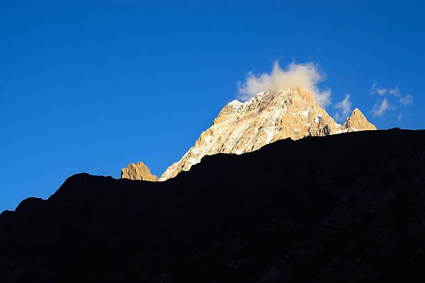 snowy mountains - ganzi tibet özerk bölgesi stok fotoğraflar ve resimler