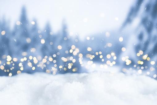 Snowy Winter Christmas Bokeh Background With Circular Lights And Trees - Fotografie stock e altre immagini di Albero