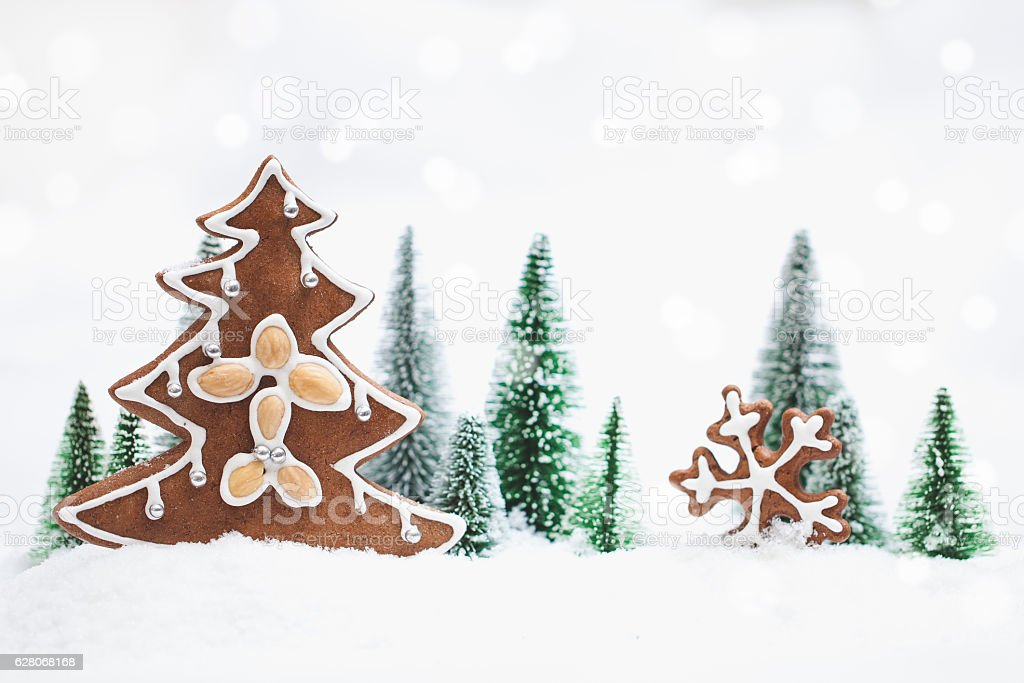 Snowy Winter Forest with gingerbread christmas tree – Foto
