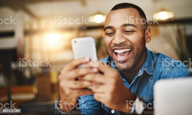 Tak Wiele Zabawnych Memów W Mediach Społecznościowych Dzisiaj - zdjęcia stockowe i więcej obrazów Telefon przenośny