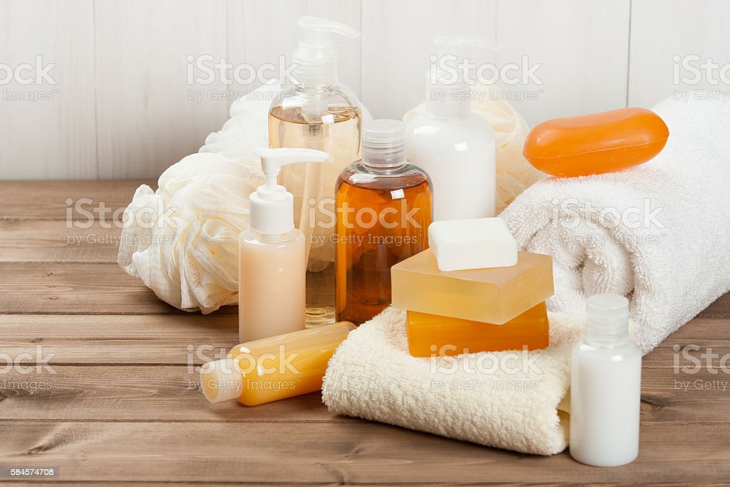 Soap Bar And Liquid. Shampoo, Shower Gel. Towels. Spa Kit. - foto de stock