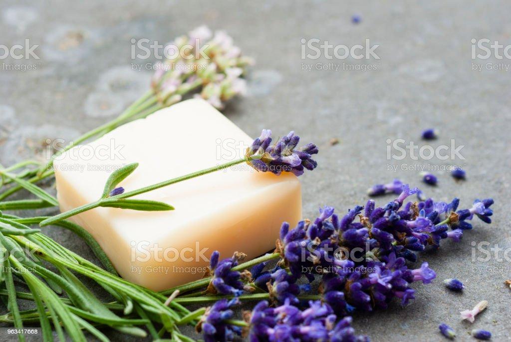 Tvål stack och lavendel - Royaltyfri Basalt Bildbanksbilder