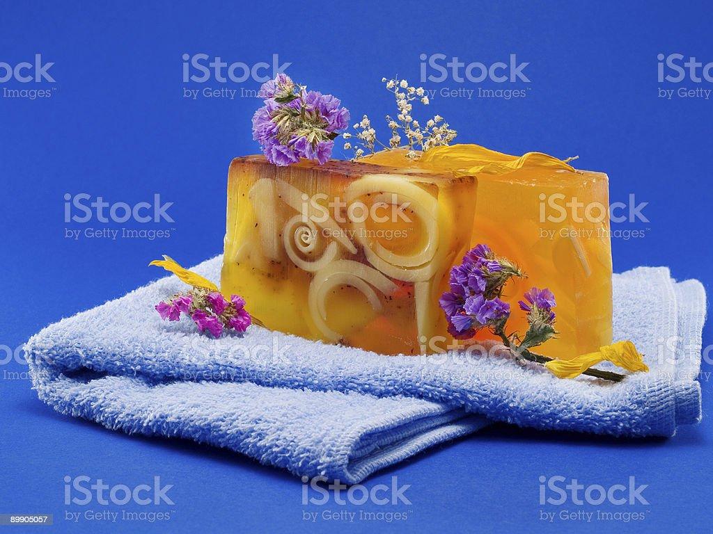 Seifen mit Blumen Lizenzfreies stock-foto