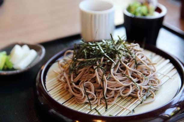 soba noedels japans eten - sobanoedels stockfoto's en -beelden